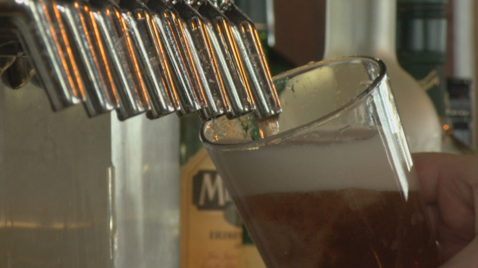 Illinois Senate approves 'shot and a beer' promotion, cocktails-to-go extension