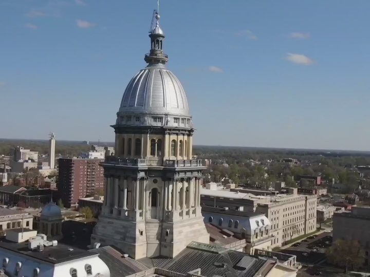 Illinois House allows college athletes to sign endorsements