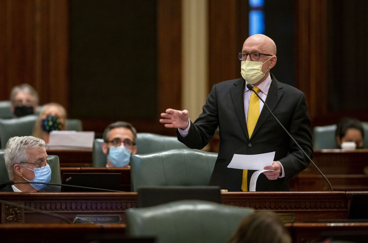 Illinois lawmakers near midnight deadline on budget, other issues