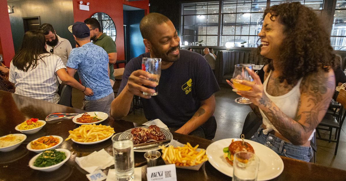 Illinois Restaurants and Bars Fully Reopen After 15 Grueling Months