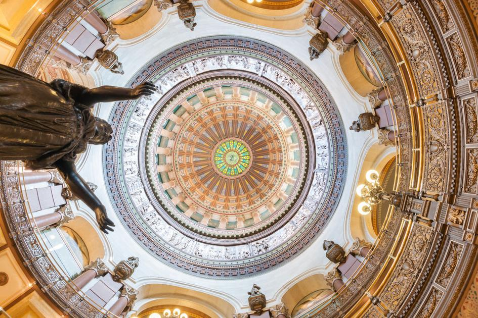 Unemployment debt not in state budget, but closing tax incentives included | Illinois