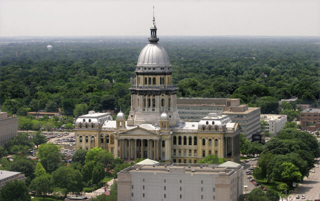 Illinois Lawmakers Pass An Illinois Budget And Heads To The Governor's Desk