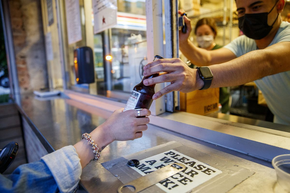 Cocktails-to-go extension signed – Chicago Tribune