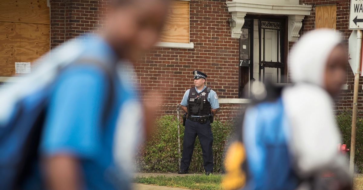 Majority of Chicago high schools will reduce campus police