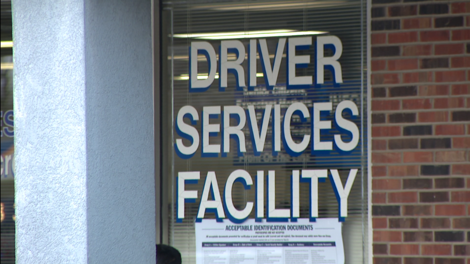 Illinois Secretary Of State's Office Closes Deerfield Driver Services Facility Due To COVID-19 Cases Among Staff – CBS Chicago