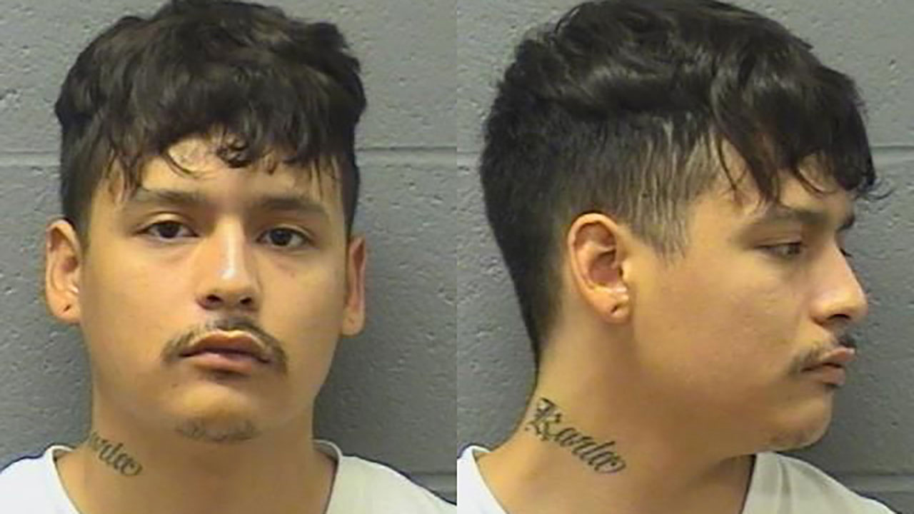 Illinois authorities hunt suspect who escaped prison transport van on way to jail
