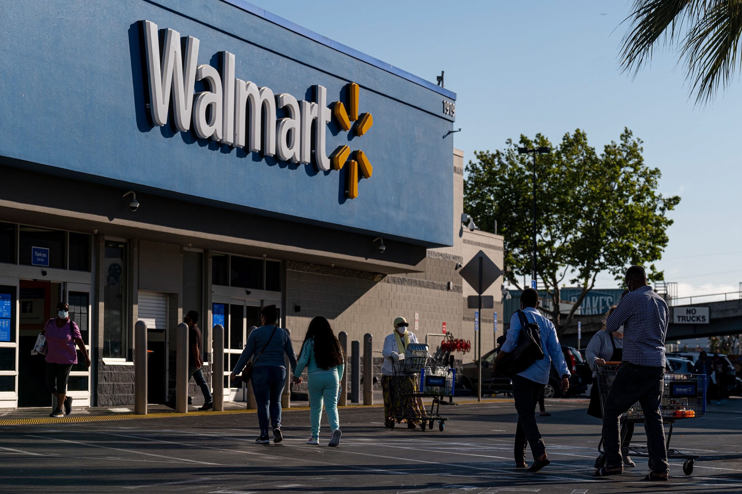 Wal-Mart Selles E-Commerce Technology to Small Retailers
