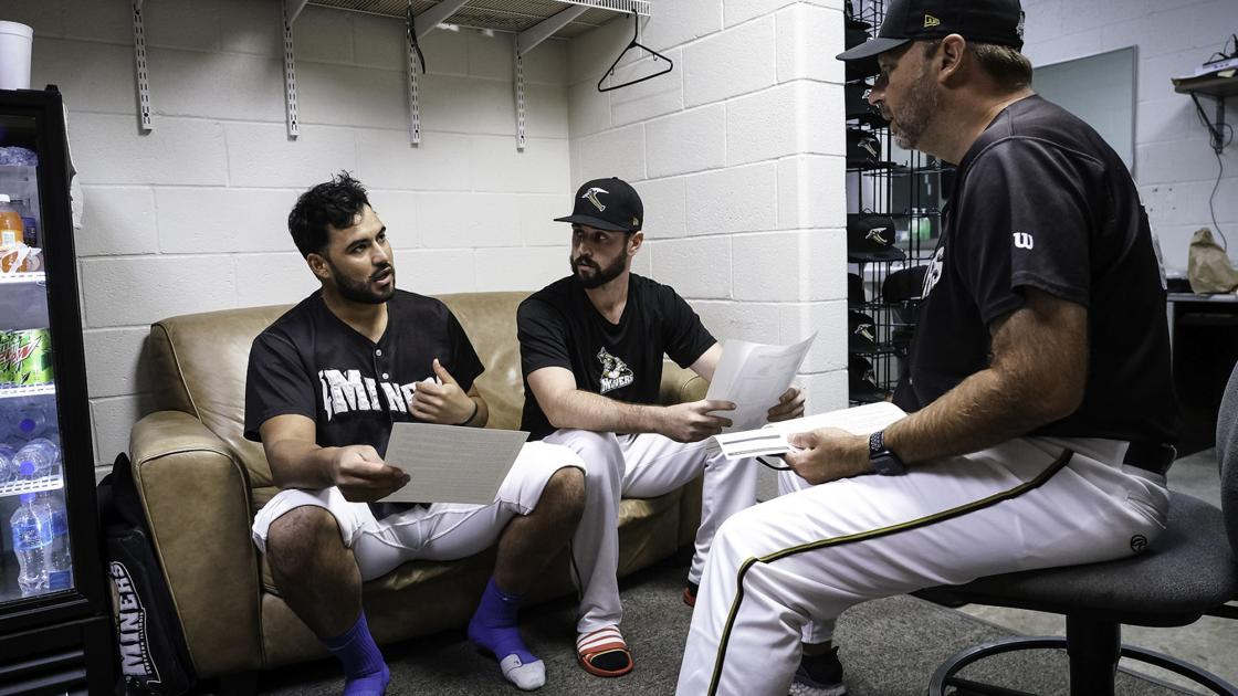 Photos: Behind the scenes with the Southern Illinois Miners