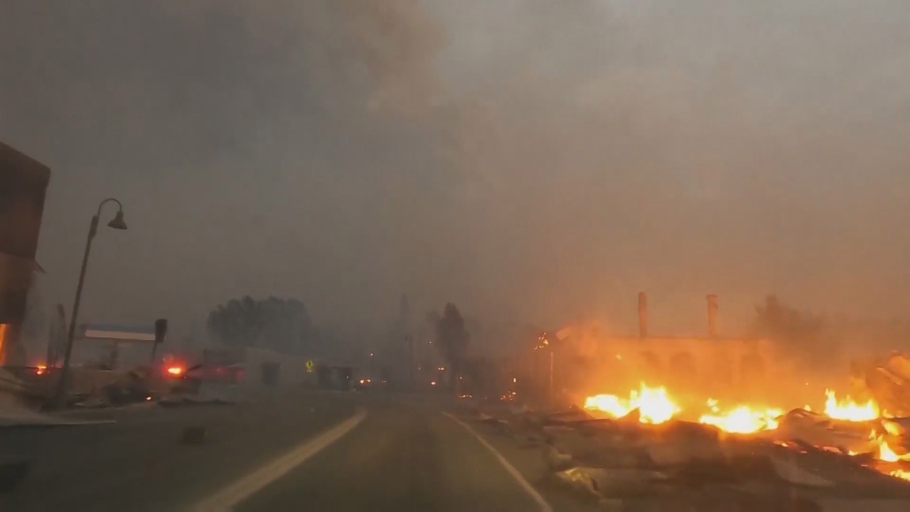 Fire swallows Northern California town and leveles business
