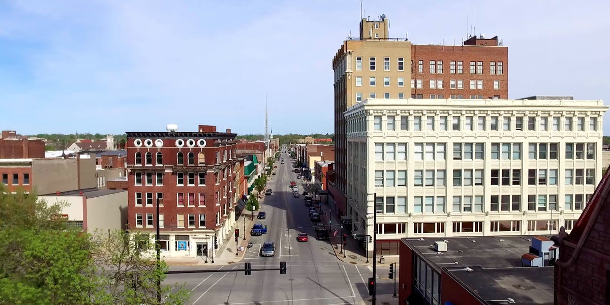 Illinois Town Offers $5,000 to New Residents to Help Plug Labor Shortage