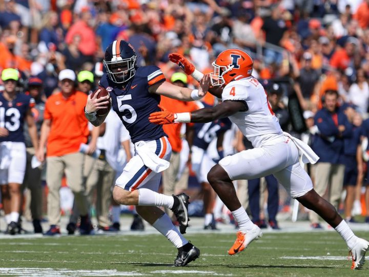 Brennan Armstrong throws for 405 yards, 5 TDs as U.Va. rolls past Illinois 42-14